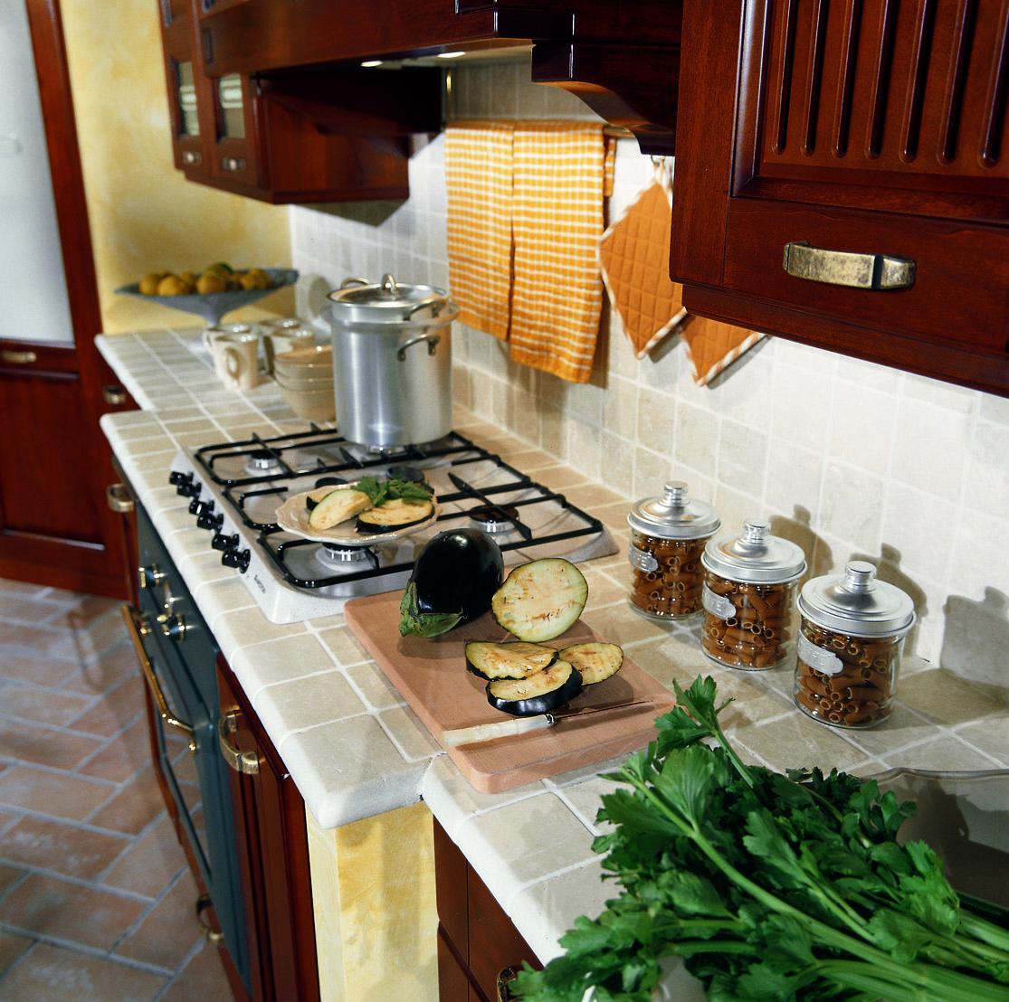 Кухня из массива ясеня «Малага» — «ЗОВ» | Белорусские кухни | 1108x1115